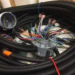 Pieuvre électrique en cours de câblage